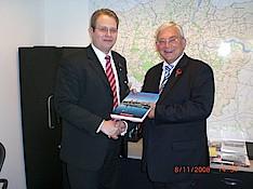 Dennis Gladiator und der stv. Bürgermeister der Stadt London Richard Barnes